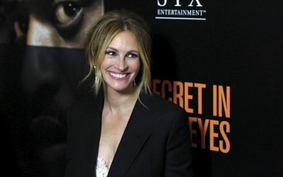 Cast+member+Julia+Roberts+poses+at+the+premiere+of+'Secret+in+Their+Eyes'+at+the+Hammer+Museum+in+Los+Angeles,+California+November+11,+2015..jpg