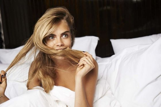 cara-delevingne-in-bed-for-telegraph-magazine_9.jpg